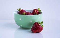 Fresas En un fondo blanco Imagenes de archivo