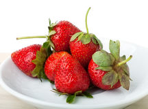 Fresas en un plato  Imagen de archivo