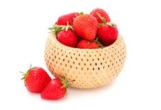 Fresas en una cesta Imagenes de archivo
