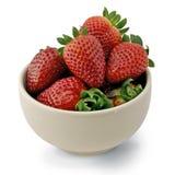 Fresas en una taza blanca Imagenes de archivo
