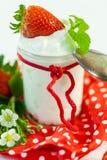 Fresas frescas con el yogur sano Fotografía de archivo libre de regalías