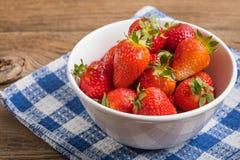 Fresas frescas del jard?n fotos de archivo