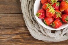 Fresas frescas del jard?n imágenes de archivo libres de regalías