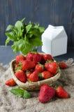 Fresas frescas en la tabla, fresas dulces en la tabla, desayuno dulce del breakfastfresh Foto de archivo