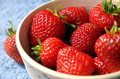 Fresas orgánicas fotos de archivo libres de regalías