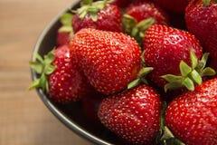 Fresas orgánicas Imágenes de archivo libres de regalías