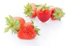 Fresas rojas en el fondo blanco Imagen de archivo libre de regalías