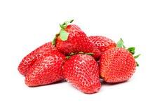 Fresas rojas maduras en el fondo blanco aislado Imagen de archivo libre de regalías