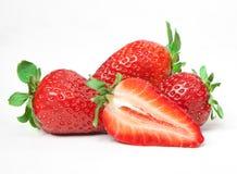 Fresas rojas maduras en el fondo blanco aislado Imagen de archivo
