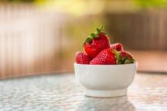 Fresas rojas maduras frescas y dulces Imagenes de archivo