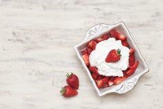 Fresas y crema Imágenes de archivo libres de regalías