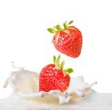 Fresas y leche Imagen de archivo libre de regalías