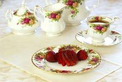 Fresas y té Imágenes de archivo libres de regalías