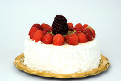 Fresas y zarzamoras de la torta Imágenes de archivo libres de regalías