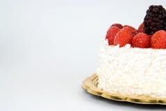 Fresas y zarzamoras de la torta Foto de archivo libre de regalías