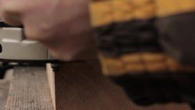 Fresatrice di uso del lavoratore, elaborazione del legno domestica archivi video