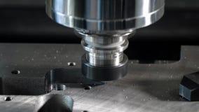Fresatrice metallurgica di CNC, alta precisione, per il taglio di metalli stock footage