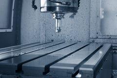 Fresatrice metallurgica di CNC Elaborazione moderna del metallo di taglio Fotografia Stock Libera da Diritti
