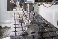 Fresatrice metallurgica di CNC Metallo di taglio che elabora techn Fotografie Stock