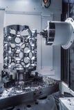Fresatrice metallurgica di CNC Processin moderno del metallo di taglio immagini stock