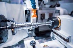Fresatrice metallurgica di CNC Processin moderno del metallo di taglio Fotografia Stock Libera da Diritti