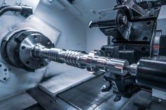 Fresatrice metallurgica di CNC Processin moderno del metallo di taglio immagini stock libere da diritti