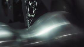Fresatrice metallurgica di CNC Tecnologia della trasformazione moderna del metallo di taglio Macchina lavorante di precisione del archivi video