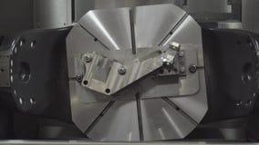 Fresatrice metallurgica di CNC Tecnologia della trasformazione moderna del metallo di taglio Precisione che macina la macchina ut archivi video