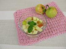 Fresca del Agua con la mela e la menta Immagine Stock Libera da Diritti