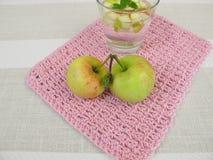 Fresca del Agua con la mela e la menta Fotografia Stock Libera da Diritti