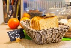 Fresco de la barra de pan cocido Imagen de archivo