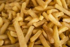 Fresco de las patatas fritas cocinado porciones de patatas fritas Comida de la calle, alimentos de preparación rápida La patata f Foto de archivo libre de regalías