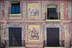 Fresco målat hus, Graus, Spanien Royaltyfri Bild