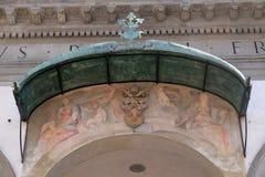 Fresco na fachada do della Santissima Annunziata da basílica em Florença fotografia de stock royalty free