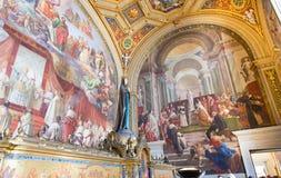 Fresco na parede (Stanze di Raffaello) no museu do Vaticano em Roma foto de stock