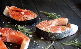 Fresco um salmão fotografia de stock royalty free