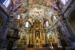 Frescoes och altare i kyrka av St Nicholas, Valencia fotografering för bildbyråer