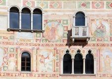 Frescoes på den yttre väggen av slotten av Spilimbergo Arkivfoton