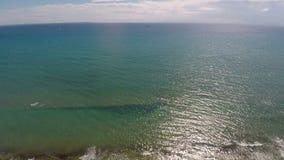 Frescor e tranquilidade do mar Mediterrâneo, vista aérea da água infinita video estoque