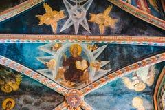 Frescos del techo - con Cristo, ángeles y la paloma fotografía de archivo