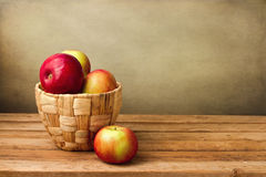 Fresh apple in basket Royalty Free Stock Photos