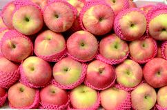 Fresh apple fruit symmetrically to attract buyers at market stall. Fresh apple fruit symmetrically to attract buyers at city market stall Royalty Free Stock Images