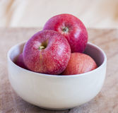 Fresh apples in a bowl Royalty Free Stock Photos
