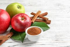 Fresh apples with cinnamon sticks and powder Royalty Free Stock Photography