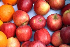 Fresh apples on display. Fresh apples and oranges on display at farmers market royalty free stock photography