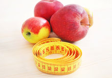 Fresh apples with tape measure - diet concept Stock Photography
