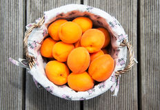 Fresh apricot fruits in a rustically basket Royalty Free Stock Photos