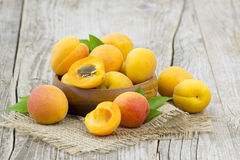 Fresh apricots in a bowl Royalty Free Stock Images