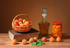 Fresh apricots and compote in a jar Royalty Free Stock Photos
