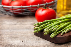 Fresh asparagus, tomatoes, olive oil Stock Photography
